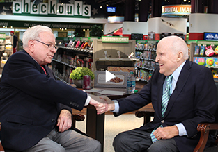 Jack Welch and Warren Buffett chatting.